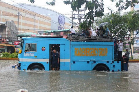 MMDA-sucat-paranaque-flood-rescue