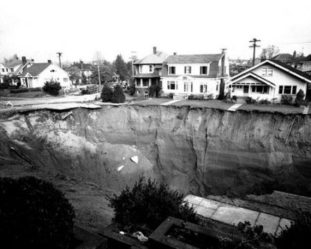 The-Great-Ravenna-Boulevard-Sinkhole.jpg